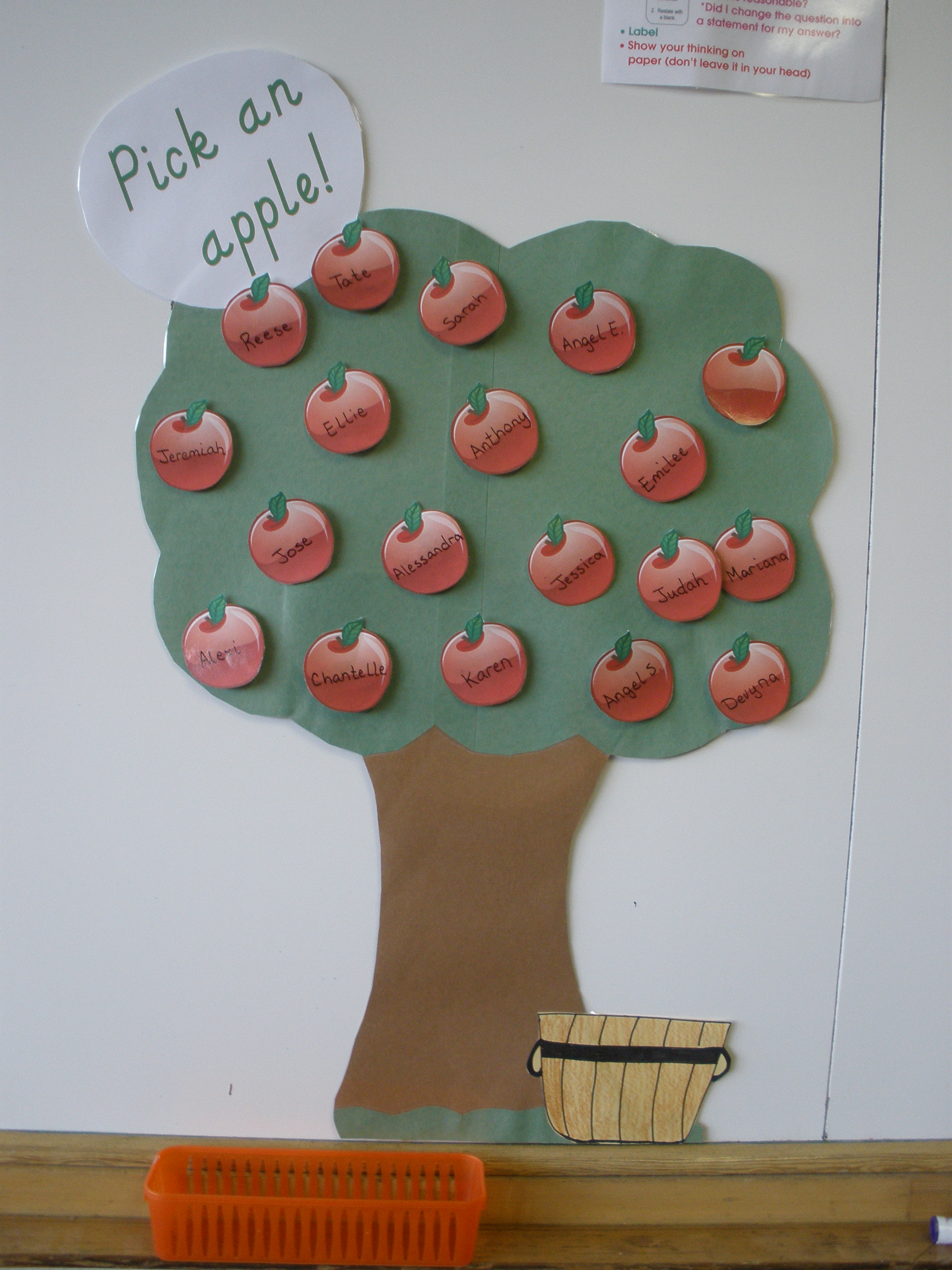 Jen 39 s notebook attendance calender and schedules for Apple tree classroom decoration
